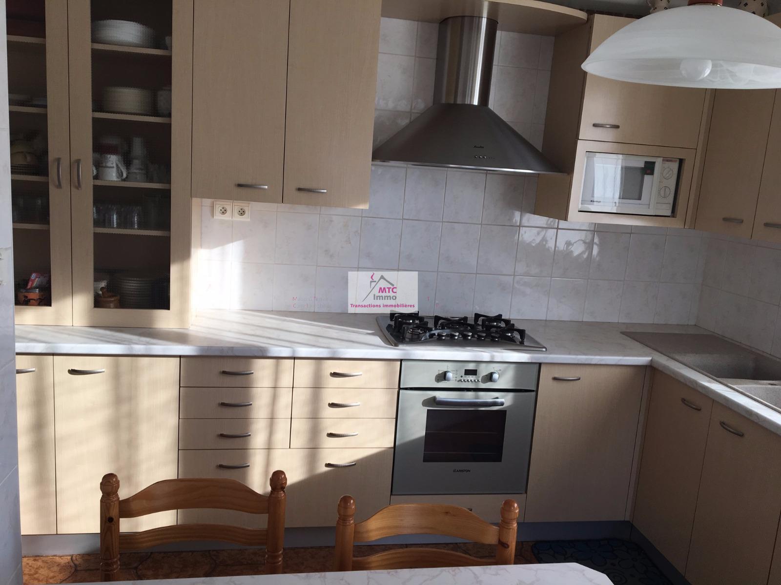 vente Maison 6 chambres 200 m² sur terrain de 975 m²